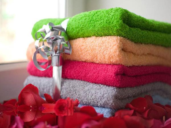 Полотенца банные махровые в подарок