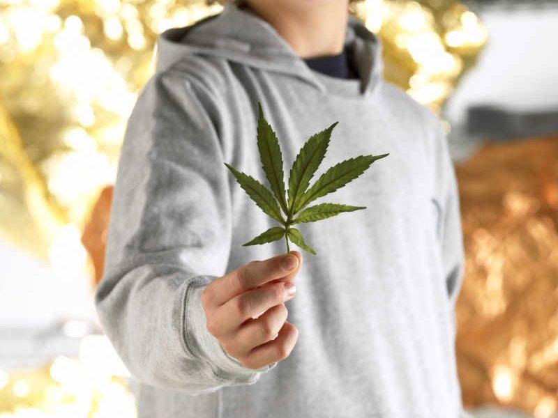 Как объяснить подростку опасность легких наркотиков?
