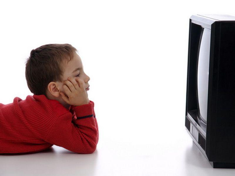 Можно ли детям смотреть телевизор?